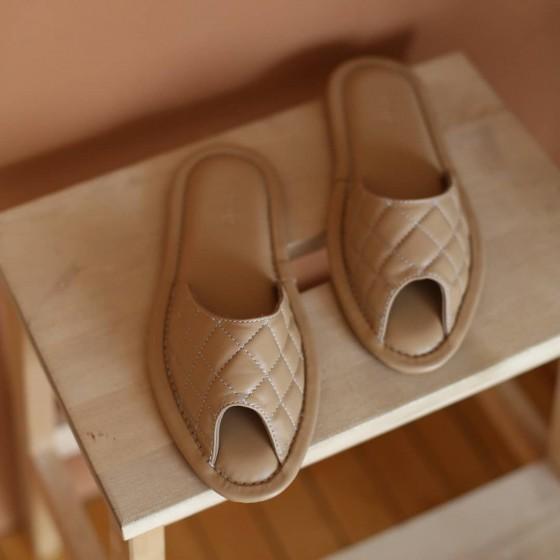 Домашние кожаные тапочки